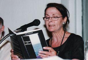Η Αφροδίτη Γρηγοριάδου απαγγέλει «Τα Μυστικά Των Οδοιπόρων», 2000