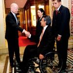 Εντυπωσιακή παραίτηση του προέδρου του Ισημερινού ενώ βρίσκεται στην κορυφή