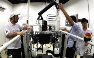 Παραπληγικός με ρομποτικό εξωσκελετό στη σέντρα του Μουντιάλ